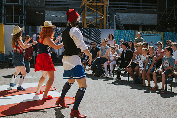 Aliekloesief jeugdtheater vrouwen van wanten kindervoorstelling