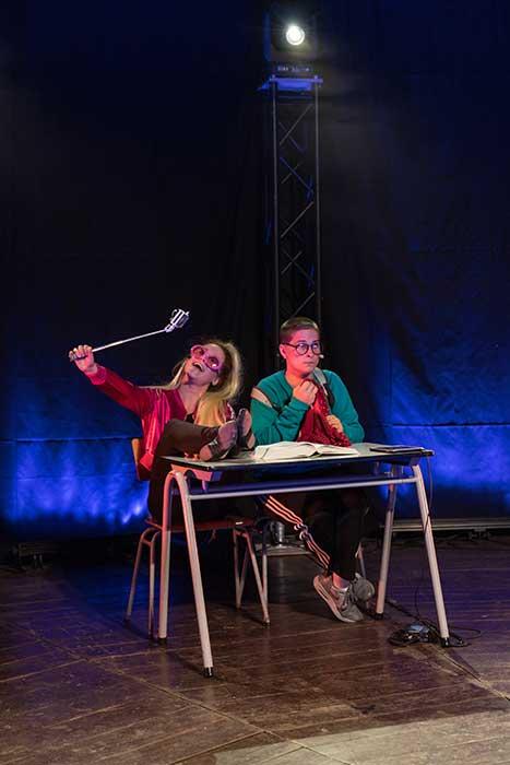 Donkiesnot is een fantasievolle jeugdtheater voorstelling die in de klas gespeeld kan worden