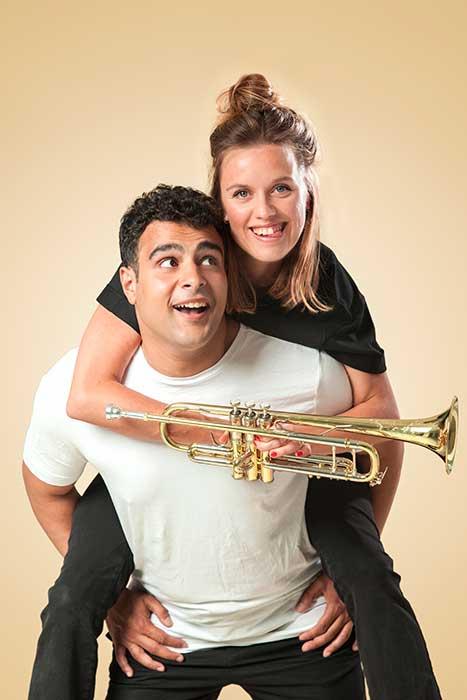 Ali & Nino is een muziektheater voorstelling over identiteit een jeugdtheater voorstelling van Witte Raaf