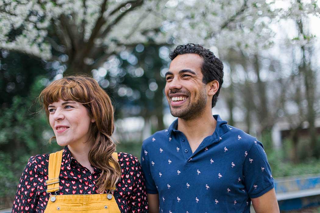 cabaretier Aron Elstek en Annemieke elstak voor ckv en jongerentheater met mangrove