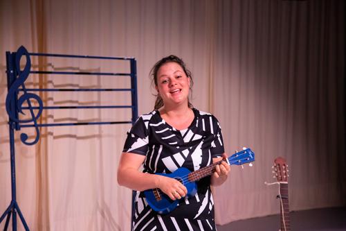 Lieve luister liedjes een jeugdtheater voorstelling van Suzanne zingt