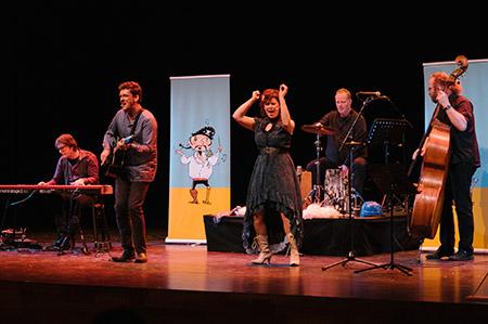 De Operapiraat een jeugdtheater voorstelling van Jeroen Schipper tijdens de presentatiedag voorspeeldag van Buro Bannink
