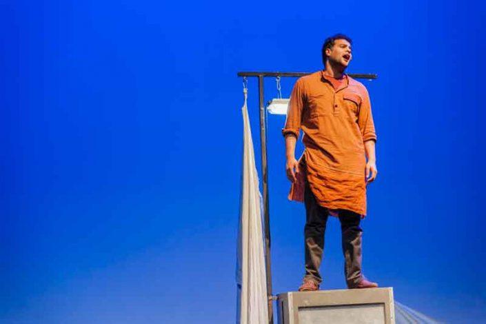 Amro Kasr met de voorstelling Romeo is op Julia & Layla op Manjun van Witte Raaf. Jeugdtheater geschikt voor cultuureducatie.