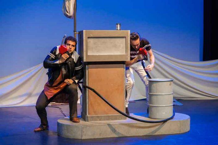 Amro Kasr en Freek den Hartogh met de voorstelling Romeo is op Julia & Layla op Manjun van Witte Raaf. Jeugdtheater van Buro Bannink