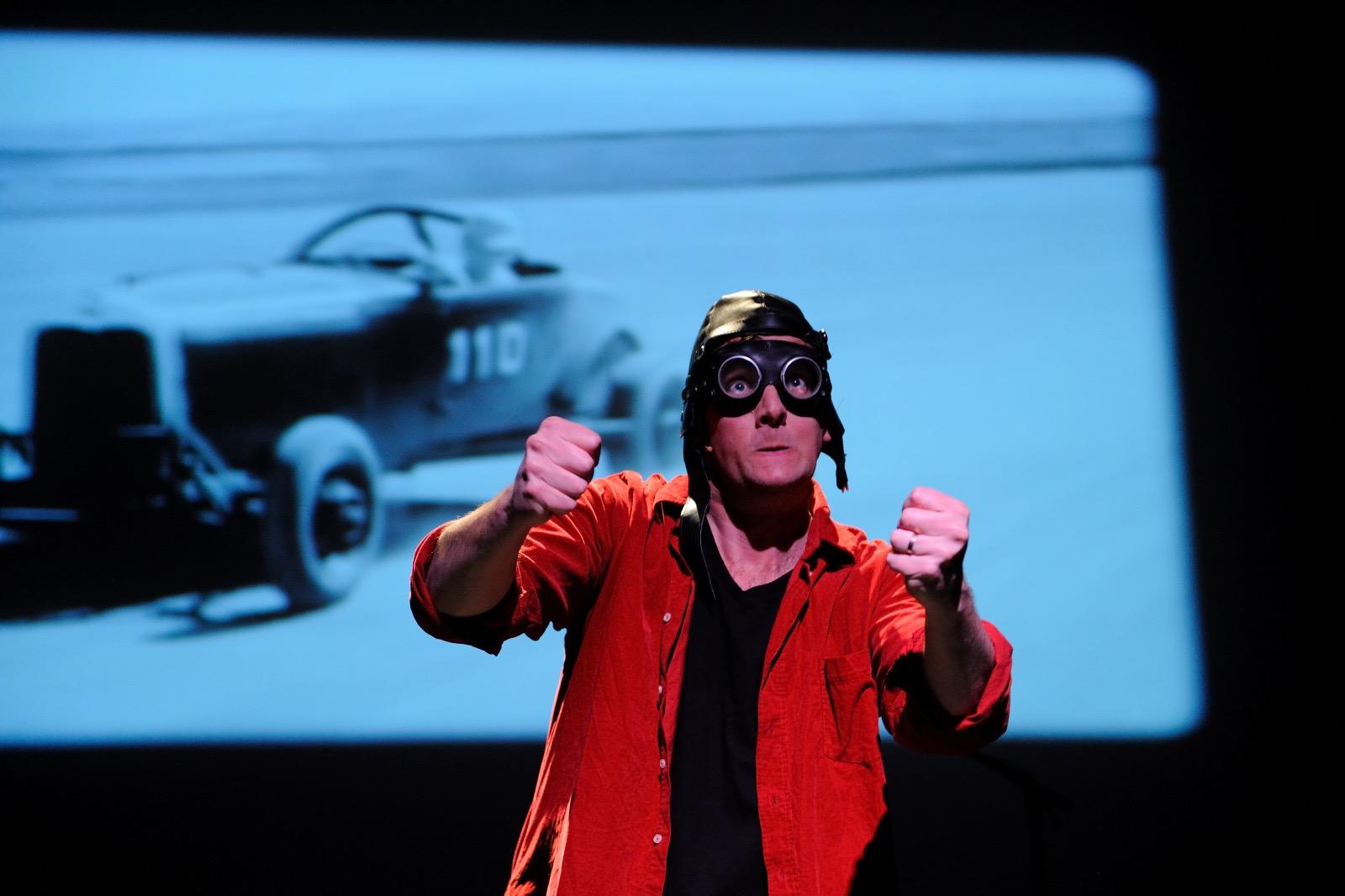 Jeroen Schipper maakt speciaal voor de kinderboekenweek de jeugdtheater voorstelling Uit de Bocht
