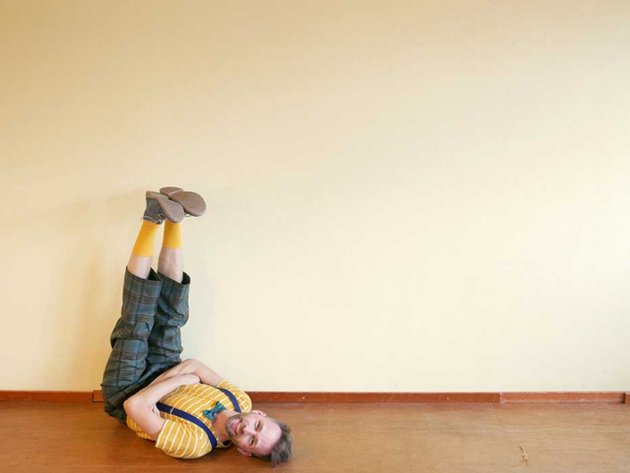 Efrem Stein maakt jeugdtheater voorstellingen met minimale middelen en met grootse fantasie, speciaal voor peuters en kleuters