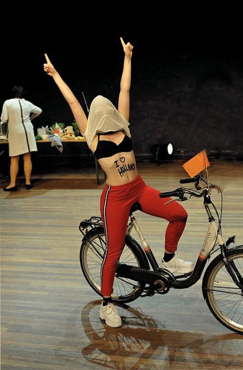 scènefoto Dichtbij Matki jongeren theater voorstelling
