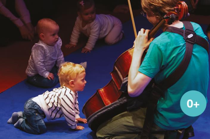 Interactief klassiek babyconcert door Krulmuziek, muziek op schoot