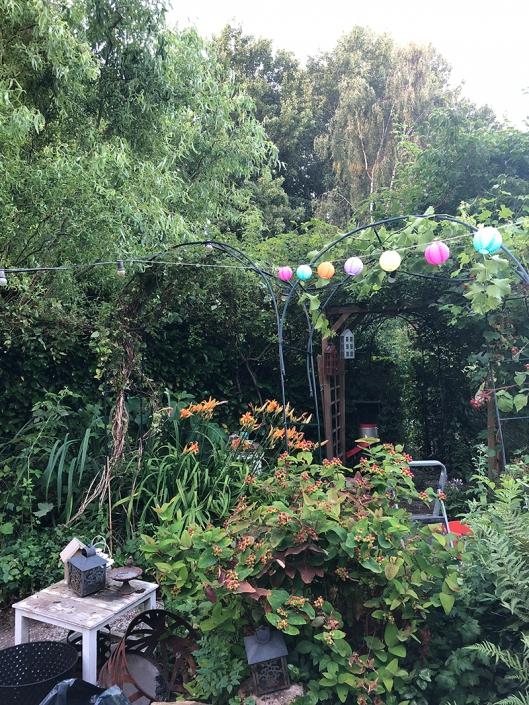 De tuin van Karin waar ze graag haar vrije tijd doorbrengt