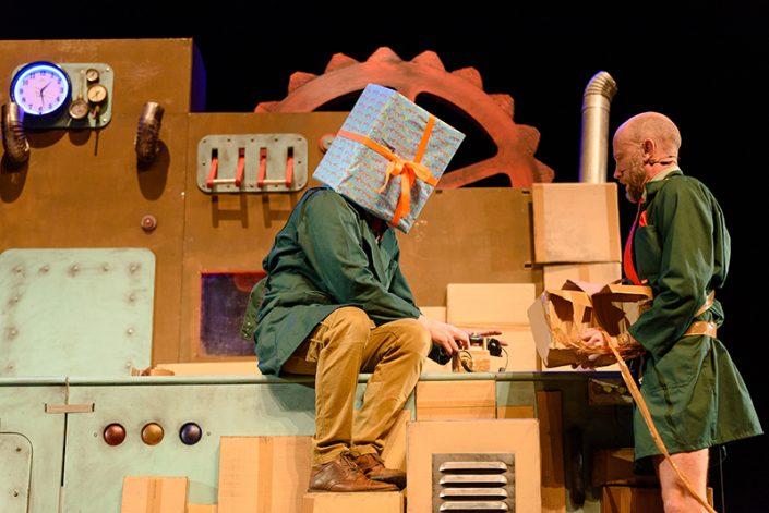 Wachten op Kado een slapstick achtige voorstelling van theatergroep Graasland een lach gegarandeerd